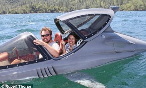shark-submarine-like-seabreacher-x-boat-rob-innes-07