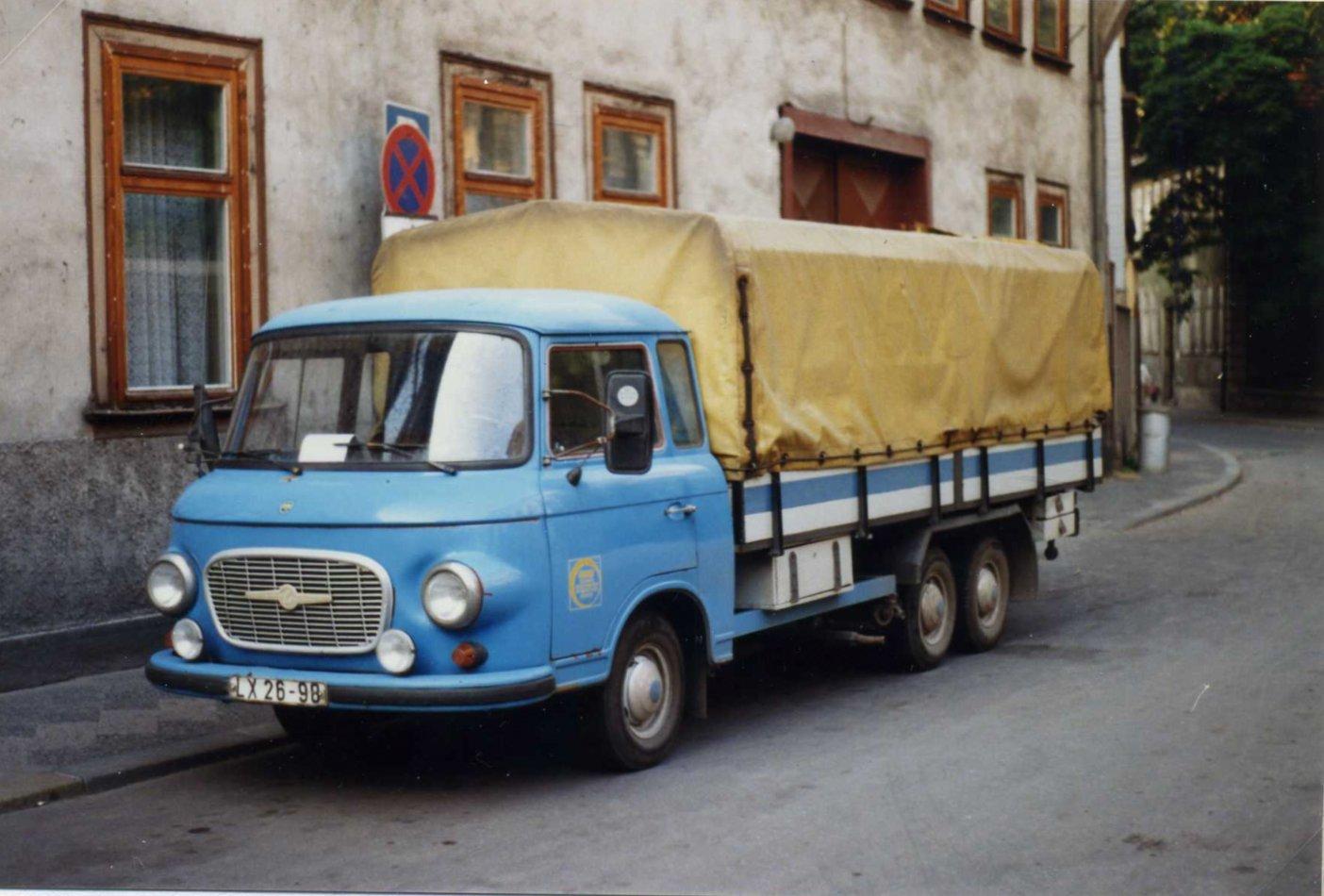 Barkas_B1000_twin-axle_LKW_LX_26-98,_Erfurt,_DDR,_August_1989_-_Flickr_-_sludgegulper