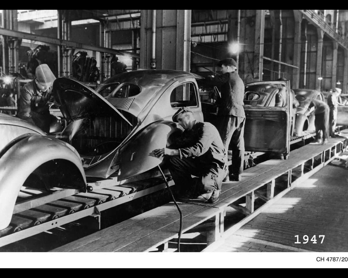 VW-1947-Beetle-production-Wolfsburg-copy