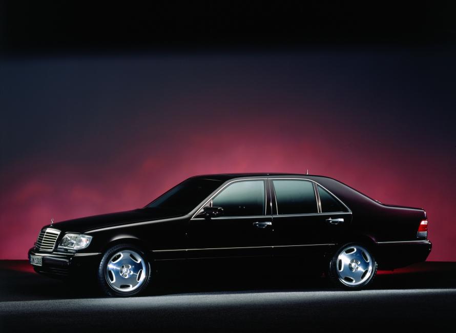 Mercedes-Benz-W140-47