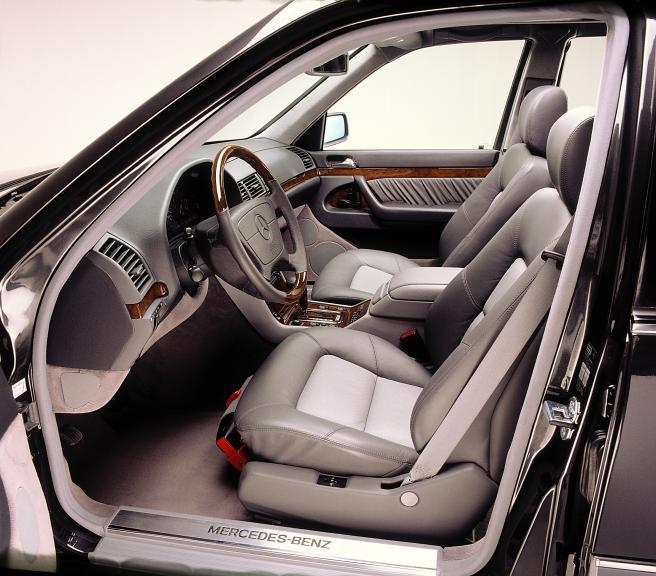 Mercedes-W140-interior-13