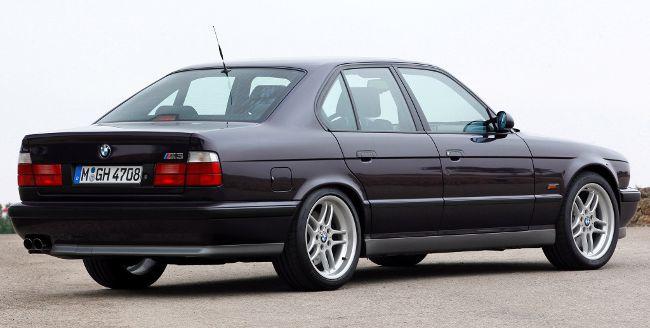 Фото-легендарного-BMW-M5-E34