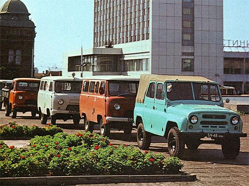UAZ-469-i-UAZ-452-mid