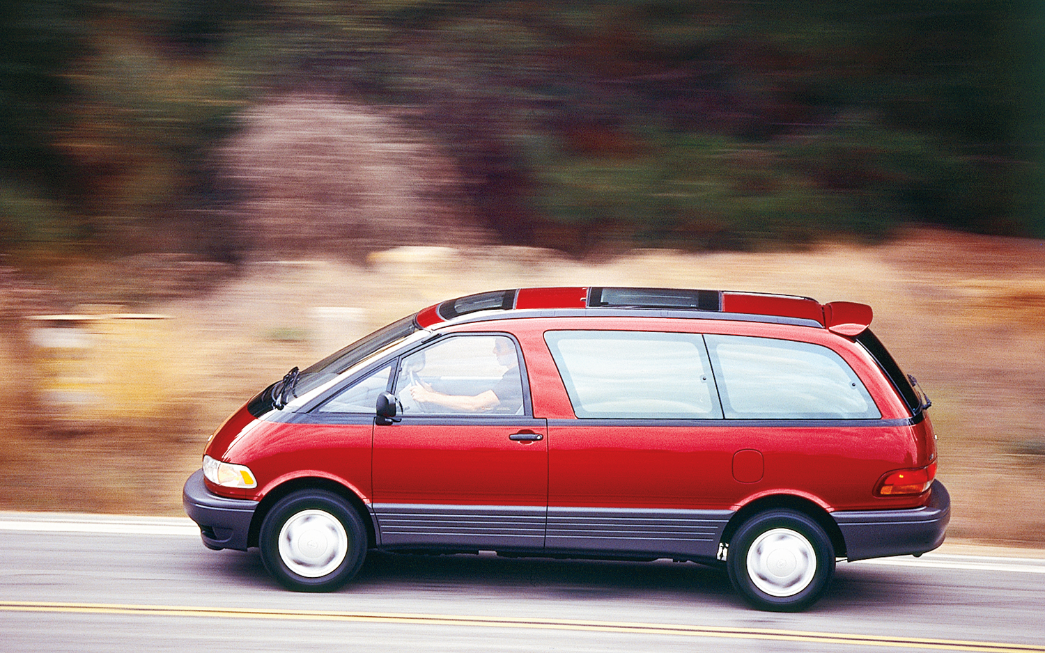 1994-toyota-previa-le-side-in-motion