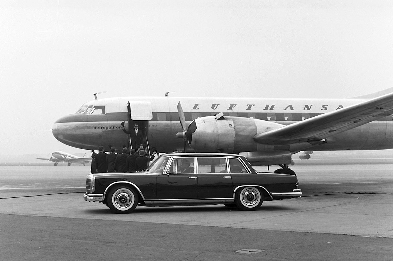 Mercedes-Benz Typ 600 (Baureihe W 100, 1964 bis 1981). Fotoshooting aus dem Jahr 1963 mit der ersten Vorserien-Pullman-Limousine.